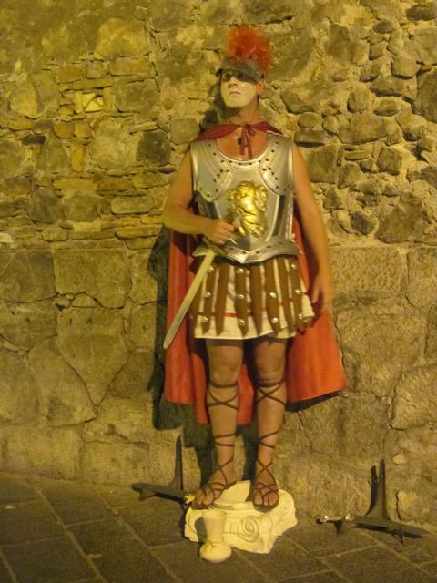 【写真】こちらは中世の衣装をまとっています。