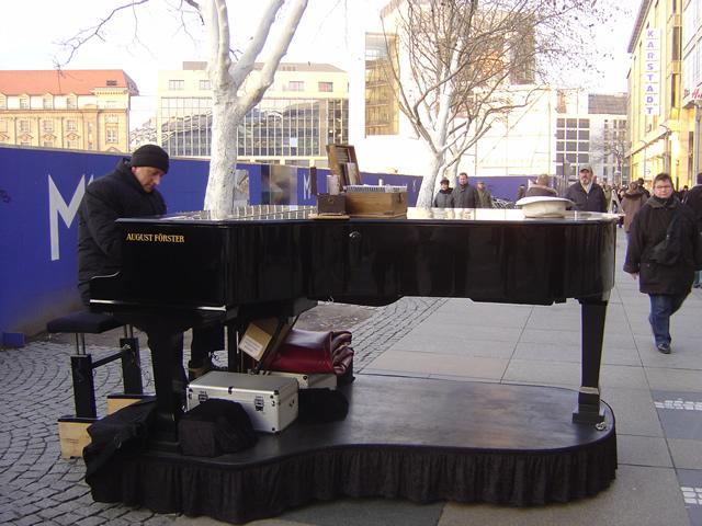 【写真】こちらもグランドピアノです。