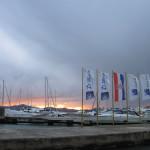 【写真】黄昏の港にブーラが吹き抜ける。