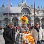 【写真】サンマルコ広場にて日本人の仮装者に遭遇