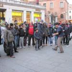 【写真】観光地ベネチアでは様々な人が行き交う。