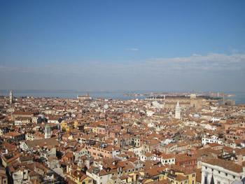 【写真】鐘楼からベネチアを望む