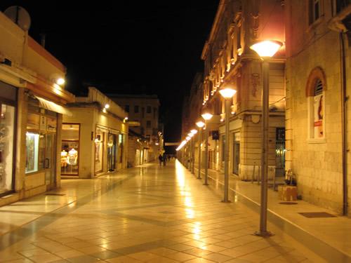 【写真】スプリト一のショッピングストリート マルモントバ通りMarmontova ulica