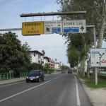【写真】「Jesolo」と書いてイェソロと発音するらしい。町の入り口の標識。