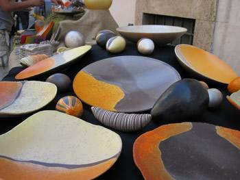 【写真】マルチェロさんが作る陶器。色が鮮やか。