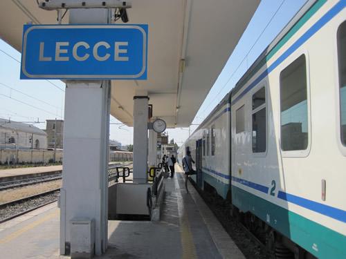 【写真】彼らを迎えにイタリアの果てレッチェ駅に向かう。