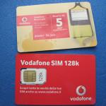 【写真】上が5ユーロリチャージ用のカード。下がSIMチップのカード。