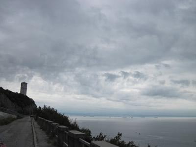 【写真】夏から秋にかけては荒れた天候が続く。