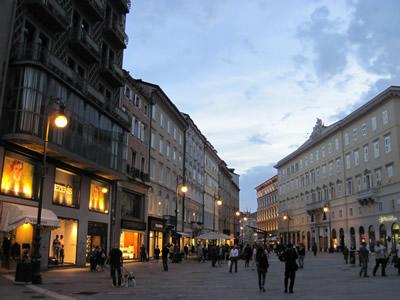 【写真】どことなくイタリアでない雰囲気を漂わせる街並み。