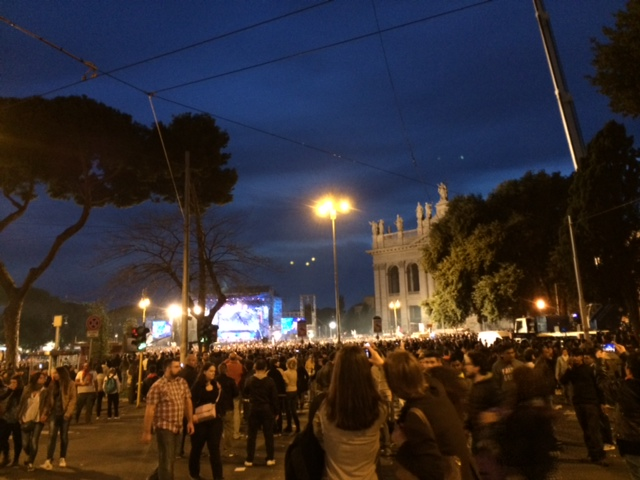 【写真】土日は多くの人でにぎわうローマ。
