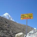 【写真】エベレストベースキャンプに戻る道。