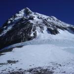 【写真】サウスコルから見上げたエベレスト山頂。
