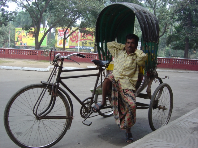【写真】インドでよく見かける乗り物リキシャ。