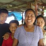 【写真】ネパールのいつもの道で出会う人。