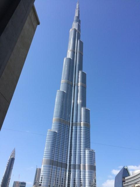 【写真】写真に納まりきらないほど、世界一高いビルディングブルジュ・ハリファ。