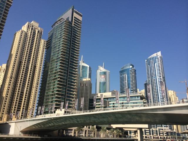 【写真】高層ビルが立ち並ぶドバイに到着したが。