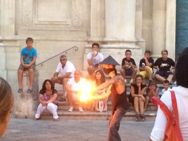【写真】火を扱う芸は規制の対象になることも。