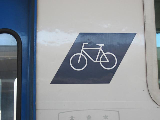 【写真】自転車を乗せる車両がある。
