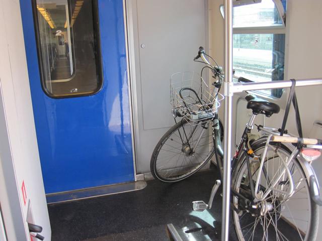 【写真】自転車を乗せる場所がない場合は車掌さんに尋ねよう。