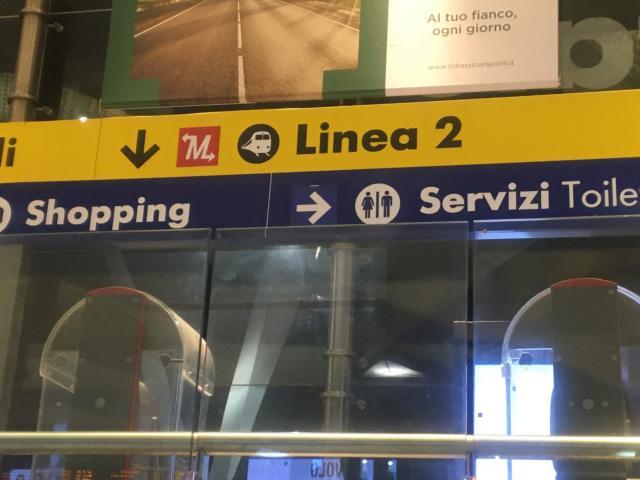ナポリ中央駅から乗る場合Linea2のサインに従う