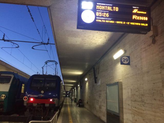 【写真】チビタベッキア行きの電車は29番ホームから発着