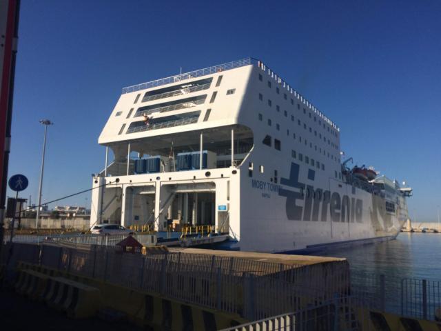 多くのクルーズ船やフェリーが発着しているチビタベッキア