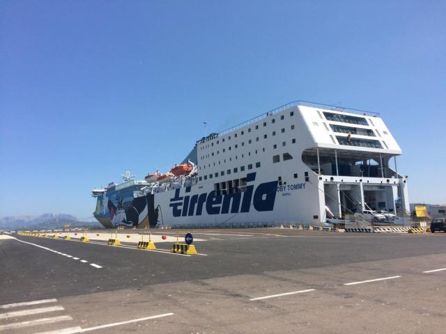 【写真】チビタベッキアはフェリーが発着する港