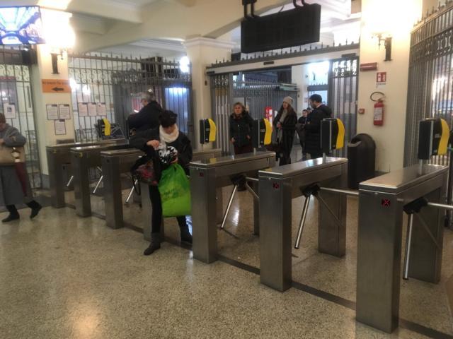 【写真】フニコラーレAugusteo駅は自動改札