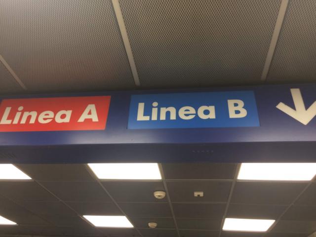 【写真】まずは地下鉄A線オレンジ色を目指します
