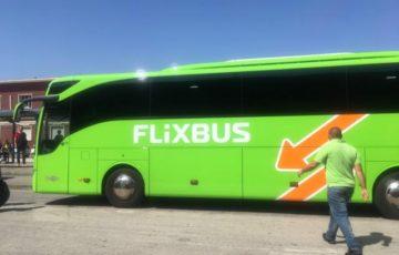 黄緑車体のフィリックスバス