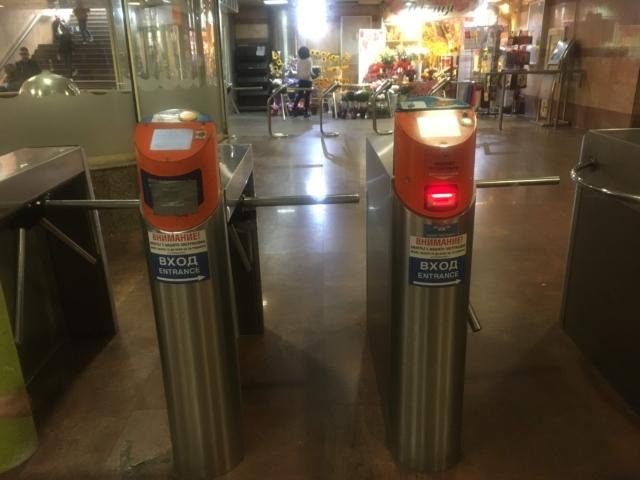 【写真】ソフィアの地下鉄は自動改札になっている