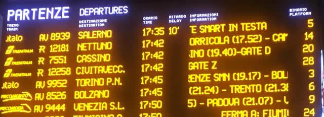 【写真】出発時刻表に表記されているもの