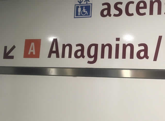 A線Anagnina方面ホームへ行きます