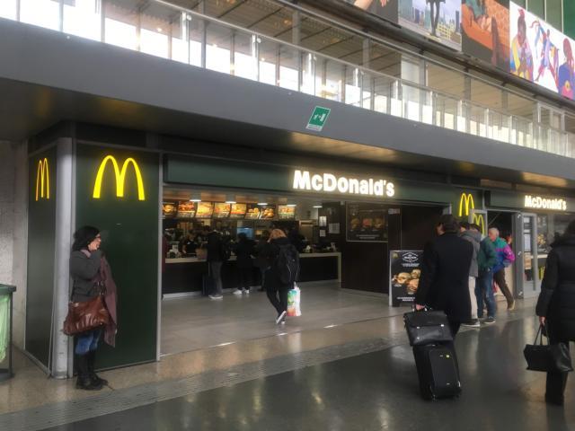 テルミニ駅地上階のマクドナルド