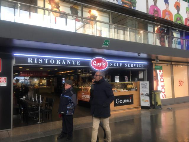 ローマ・テルミニ駅にあるGUSUTO