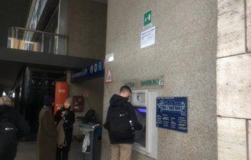 ローマ・テルミニ駅地上階のATM