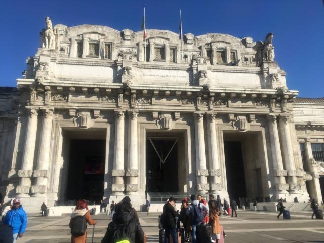 【写真】外観が重厚なつくりのミラノ中央駅