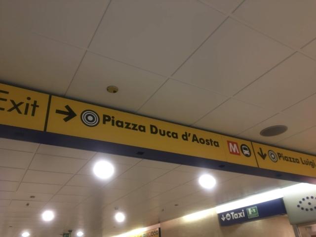 Piazza Duca d'Aosta出口を目指します