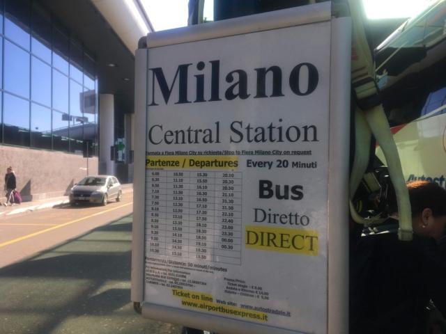 【写真】マルペンサ空港からミラノ中央駅行きの時刻表