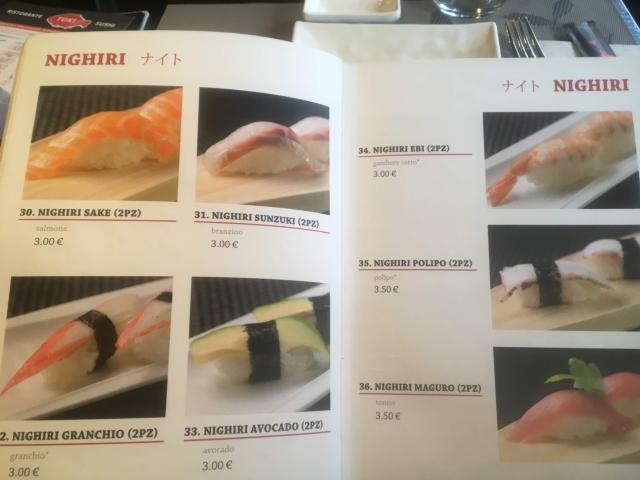 【写真】Toki Sushiのメニューから注文したい料理の番号を選びます