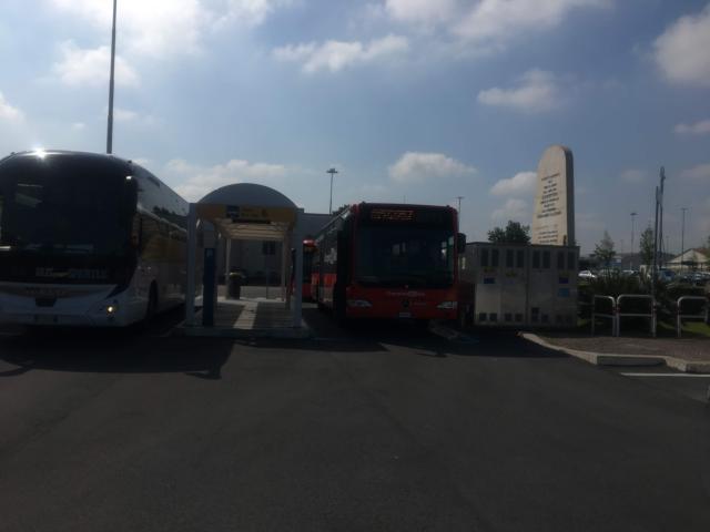 チャンピーノ空港のバス乗り場