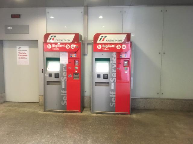 エルマス空港の自動発券機