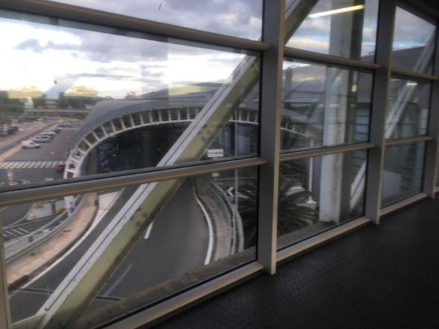 【写真】左手に空港が見えてくる