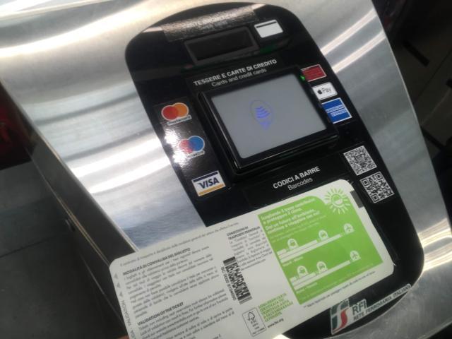 【写真】入る時と同様乗車券のQコードをかざします