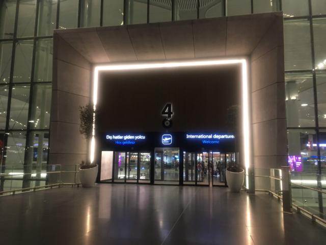 【写真】HAVAISTイスタンブール新空港の到着場所は4番入り口まえでした