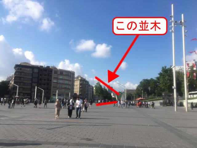 タクシム広場から並木が見える