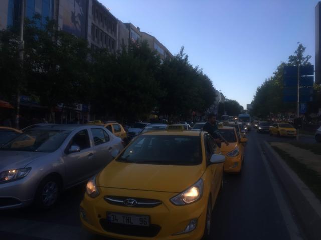 イスタンブールの交通渋滞に巻き込まれると時間がかかる