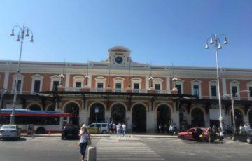 【写真】プーリア旅行のかなめとなるバーリ中央駅Bari Centrale