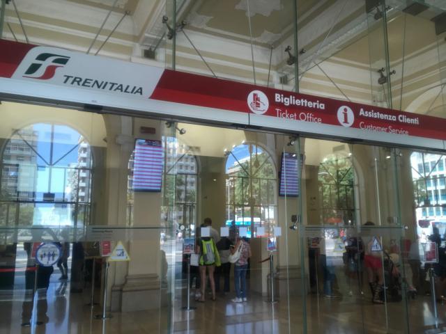 バーリ中央駅のチケット窓口