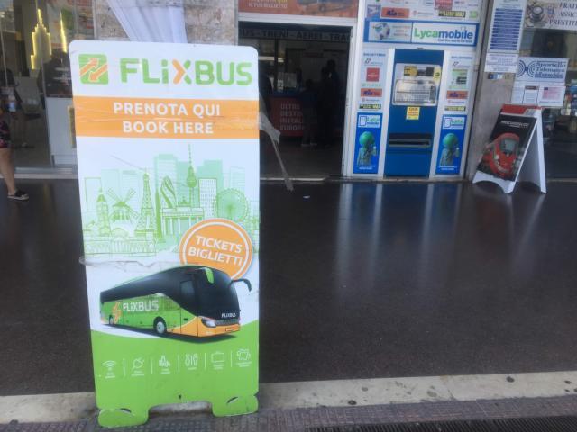 【写真】フリックスバスのチケットを売っている販売店